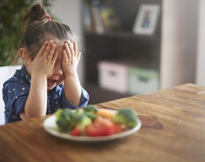 Algunos niños podrían tener dificultades en interpretar la información que llega a través de sus sentidos y que esto influya en su alimentación. (Foto Prensa Libre: Servicios)
