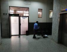 Salas de audiencias lucían vacías en la Torre de Tribunales. (Foto Prensa Libre: Kenneth Monzón)