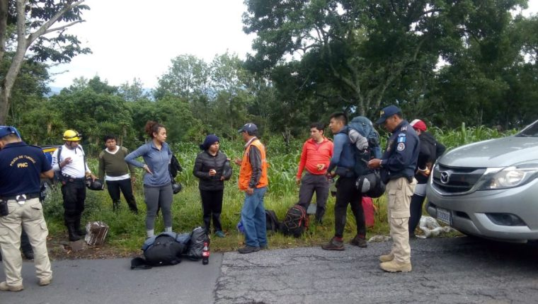 Los turistas se encuentran estables. (Foto Prensa Libre: Conred)