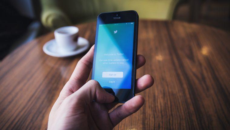 Las red de microblogging Twitter continúa desarrollando alternativas que ayuden a sus usuarios. (Foto Prensa Libre: unsplash)