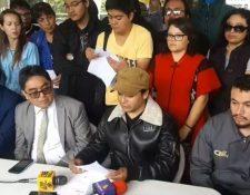 Estudiantes universitarios accedieron a entregar las instalaciones de la universidad en las próximas 24 horas. (Foto Prensa Libre)