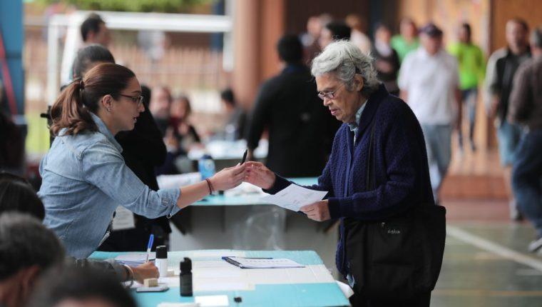 Los guatemaltecos acuden este domingo a elegir a las próximas autoridades del país. (Foto Prensa Libre: Juan Diego González)