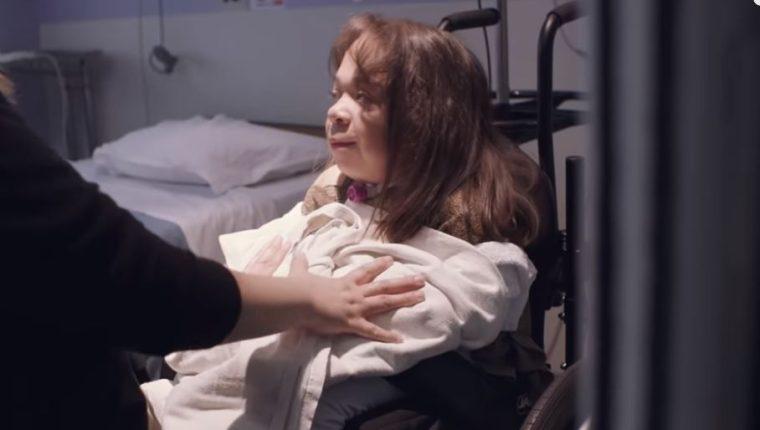 La guatemalteca María Isabel Bueso, al igual que cientos de pacientes, podrían perder la atención médica que reciben en EE. UU. (Foto: captura de YouTube/ SoulPancake)