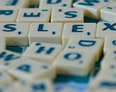 Las personas con dislexia no solo tienen dificultades en la lectura, la escritura y la ortografía, sino también pueden tener problemas para hablar. GETTY IMAGES
