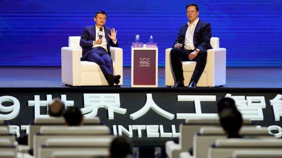 Los multimillonarios Jack Ma y Elon Musk se enfrentan sobre cuál es la mayor amenaza para la humanidad