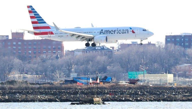 Los pilotos de un vuelo entre Miami y la capital de Bahamas tuvieron que abortar sus planes segundos antes de despegar por un fallo mecánico en el avión.