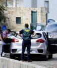 La Guardia Civil recoge evidencia en la escena del crimen en Valga. GETTY IMAGES