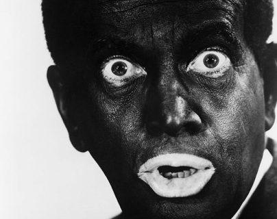 El cantante estadounidense Al Jolson (1896 - 1950) usaba maquillaje html5-dom-document-internal-entity1-quot-endblackfacehtml5-dom-document-internal-entity1-quot-end en los años 30.