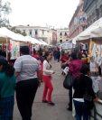 En la feria de productos orientales se podrán encontrar. tejidos, ropa, alimentos, artesanías, entre otros servicios. (Foto Prensa Libre: Raúl Juárez)