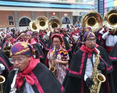 Hombres y mujeres demostraron su pasión por la música en la presentación de la banda del colegio Shekina. (Foto Prensa Libre: María Longo)