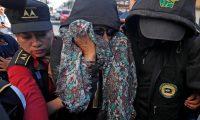 GU1001. CIUDAD DE GUATEMALA (GUATEMALA), 02/09/2019.- La exprimera dama de Guatemala y excandidata presidencial Sandra Torres (c) es trasladada a Torre de Tribunales por una orden de aprehensión por el delito de financiamiento electoral ilícito, este lunes en Ciudad de Guatemala (Guatemala). EFE/Esteban Biba