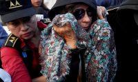 GU1001. CIUDAD DE GUATEMALA (GUATEMALA), 02/09/2019.- La exprimera dama de Guatemala y excandidata presidencial Sandra Torres (c) reacciona, en la Torre de Tribunales, por una orden de aprehensión por el delito de financiamiento electoral ilícito, este lunes en Ciudad de Guatemala (Guatemala). El Ministerio Público informó que la ex primera dama de la nación (2008-2012) fue detenida en su residencia, ubicada en una colonia de la carretera hacia El Salvador, y que se será trasladada hacia la Torre de Tribunales, en el centro cívico de la capital. EFE/ Esteban Biba