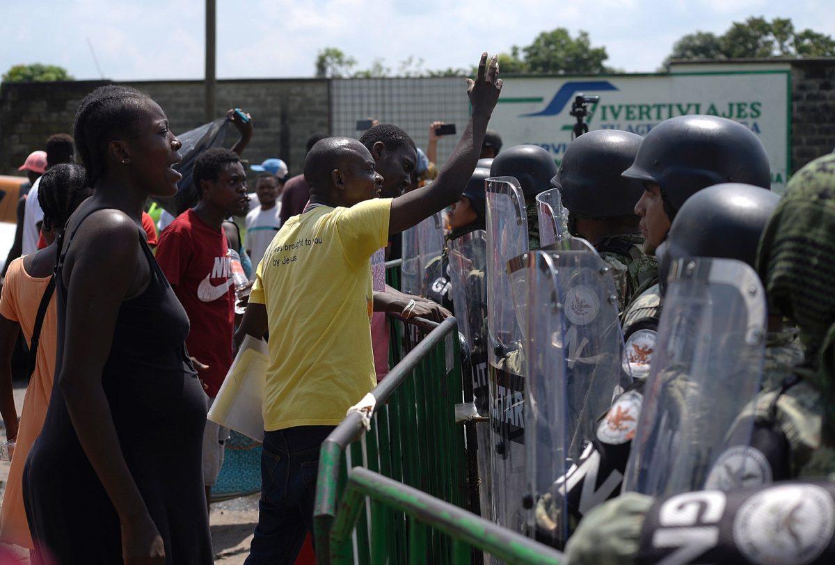 Migrantes varados en frontera sur de México marcharán hacia la capital como protesta