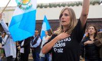 GU2010. CIUDAD DE GUATEMALA (GUATEMALA), 03/09/2019.- Varias personas celebran este martes el fin del mandato de la Comisión Internacional Contra la Impunidad en Guatemala (CICIG) en la Ciudad de Guatemala (Guatemala). La CICIG concluye este martes oficialmente su mandato después de 12 años combatiendo corruptelas en un país que despertó pero que ocupa la posición 144 de los 180 evaluados en el Índice de Percepción de la Corrupción de Transparencia Internacional. Muchos guatemaltecos acusan al organismo de haber perseguido injustamente a sus familiares y amigos y de haber atentado contra la soberanía del país. EFE/Dafne Pérez
