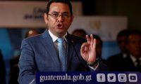 """AME3345. CIUDAD DE GUATEMALA (GUATEMALA), 04/09/2019.- El presidente de Guatemala, Jimmy Morales, habla en conferencia de prensa en el Palacio Nacional de la Cultura en la capital. El Gobierno de Guatemala declaró este miércoles el """"estado de sitio"""" en varios municipios del país después de la muerte de tres militares en una emboscada del narcotráfico, al asegurar que han proliferado """"grupos insurgentes"""" y que se ha perdido """"la seguridad y la gobernabilidad"""". EFE/Esteban Biba"""