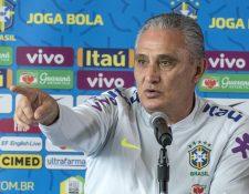 """El seleccionador brasileño, Adenor Leonardo Bacchi, """"Tite"""", habla durante una conferencia de prensa ofrecida este jueves. (Foto Prensa Libre: EFE)"""