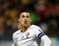 El delantero portugués Cristiano Ronaldo se ha convertido en una máquina de hacer goles para su selección. (Foto Prensa Libre: EFE)