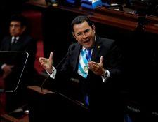 El presidente de Guatemala, Jimmy Morales, habla en el Congreso durante la sesión solemne por el Día de la Independencia (Foto Prensa Libre: EFE)