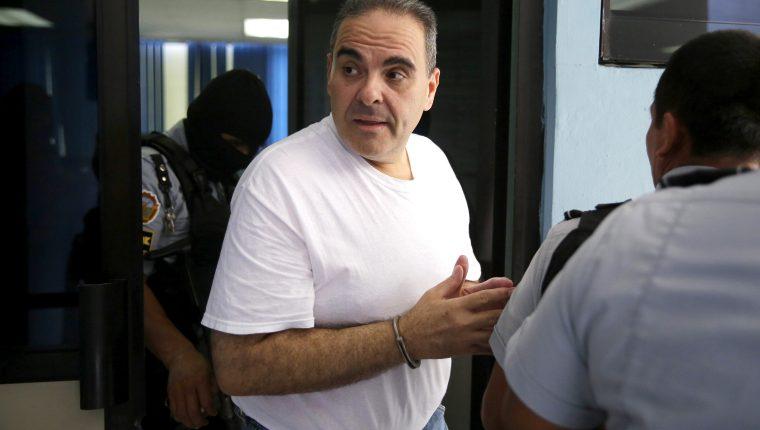 El expresidente de El Salvador, Antonio Saca, en medio de un receso durante el juicio en su contra por cohecho. (Foto Prensa Libre: Hemeroteca PL)