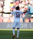 El brasileño Neymar fue abuchado por los aficionados, pero él logró el gol del triunfo. (Foto Prensa Libre: EFE)