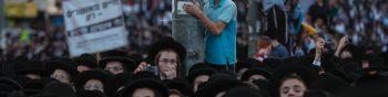 Jerusalem (Israel), 15/09/2019.- Ultra-Orthodox Jewish supporters of the United Torah Judaism party gather in Jerusalem during the last day of election campaigns, Jerusalem, Israel, 15 September 2019, Israeli legislative elections will be held on 17 September. (Elecciones, Estados Unidos, Jerusalén) EFE/EPA/ATEF SAFADI