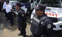 ES4001.FRONTERA LA HACHADURA (EL SALVADOR) 19/09/2019- Fotografía realizada el 12 de septiembre de 2019 donde se muestra a miembros de la División de Fronteras de la policía salvadoreña quien junto a migración conforman la patrulla fronteriza, en la zona fronteriza con Guatemala, La Hachadura (El Salvador). El Salvador lanzó recientemente una patrulla fronteriza financiada por EE.UU. como un eslabón más de la política antimigratoria de Donald Trump, que ha tenido eco en México y Centroamérica, sin que hasta el momento se conozcan nuevos programas sociales para reducir la migración irregular salvadoreña. EFE/Rodrigo Sura