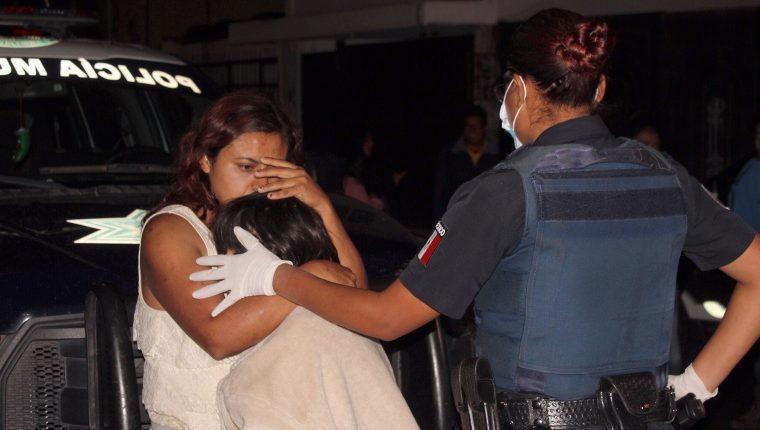 """Autoridades mexicanas detuvieron a una mujer, a la que vecinos llamaban la """"Mata Perros"""". (Foto Prensa Libre: EFE)"""