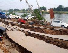 Vista de la carretera dañada causada después de un terremoto de 5,8 grados de magnitud con epicentro en Mirpur, Pakistán. (Foto Prensa Libre: EFE)