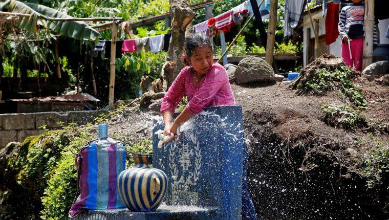 Miles de familias viven en condición de pobreza en Guatemala, como el caso de Isaías y su esposa Silvia, residentes de Morelia, San Pedro Yepocapa, Chimaltenango. (Foto Prensa Libre: EFE)