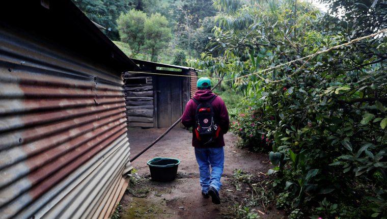 La pobreza desde áreas que fueron priorizadas en el fallido Plan Alianza para la Prosperidad sigue, y consecuentemente la migración. (Foto Prensa Libre: EFE)