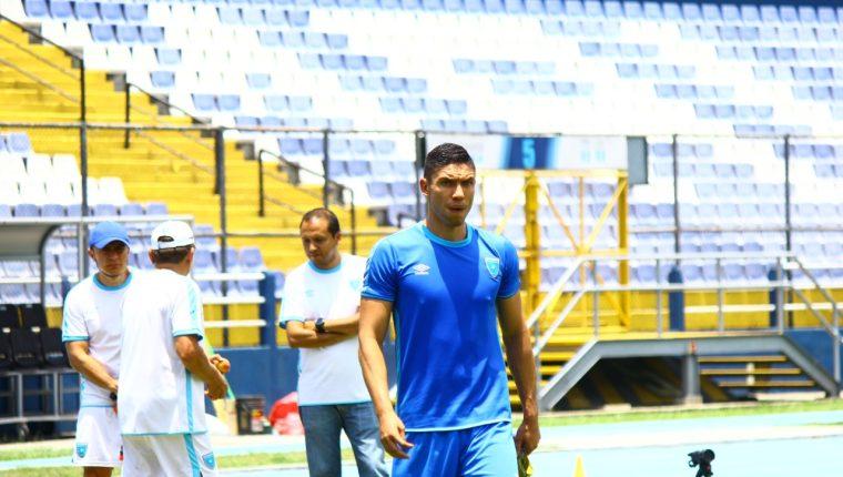 Carlos Gallardo durante el entrenamiento de la Selección Nacional en el estadio Doroteo Guamuch Flores. (Foto Prensa Libre: Luis López).
