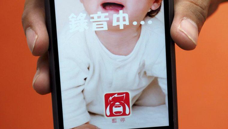 Una de las primeras aplicaciones que graban el llanto de un bebé y tratan de explicar su significado. (Foto Prensa Libre: EFE).