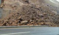 El derrumbe afecta tres carriles del Libramiento, en Chimaltenango. (Foto: cortesía)