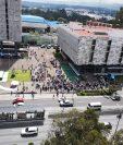Edificios el Centro Cívico fueron evacuados en un simulacro de terremoto. (Foto Prensa Libre: IGSS / Facebook)
