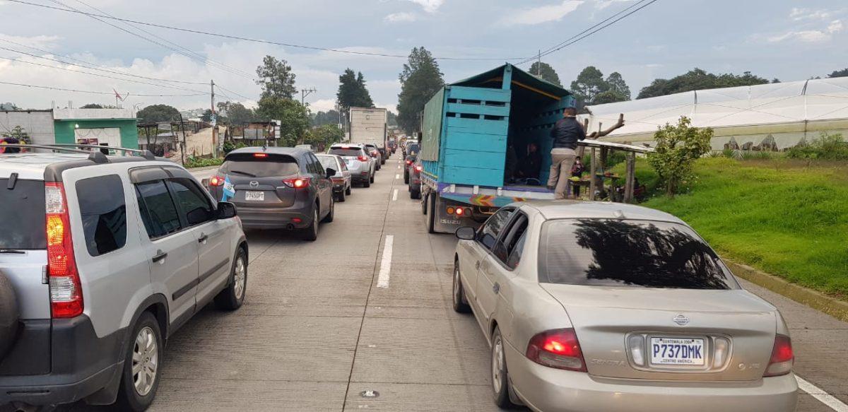 Retorno lento a la capital por ruta Interamericana y el Libramiento de Chimaltenango sigue cerrado