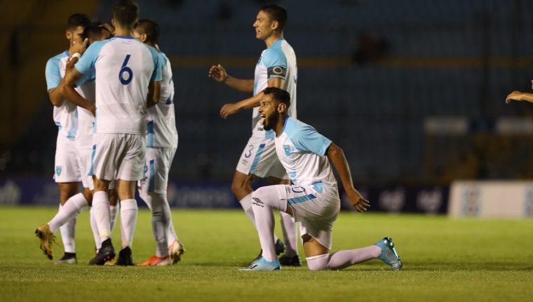 Danilo Guerra celebra uno de sus cuatro goles. (Foto Prensa Libre: Francisco Sánchez)