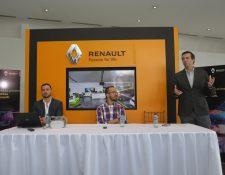 Fernando Valdés, de V360; Jorge Castillo, gerente de medios digitales de Grupo Cofiño, y André Dueñas, gerente de marca de Grupo Cofiño, presentaron el tour virtual 360°. Foto Norvin Mendoza