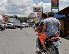El paso por El Rancho, San Agustín Acasaguastlán, se ha convertido en un dolor de cabeza. (Foto Prensa Libre: Hemeroteca PL)
