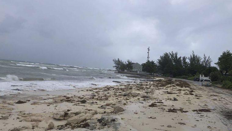 El huracán Dorian de categoría 5 llegó a un archipiélago de las Bahamas. (Foto Prensa Libre: AFP)