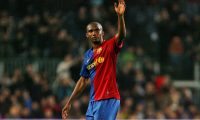 """(FILES) In this file photo taken on November 8, 2008 Barcelona's Cameroonian Samuel Eto'o waves to his fans during their Liga football match against Valladolid at the New Camp stadium, in Barcelona. Barcelona won 6-0 with 4 goals from Samuel Eto'o. - Cameroon's four-time African Player of the Year Samuel Eto'o announced his retirement on September 7, 2019 at the age of 38, declaring """"I need a rest"""". (Photo by Josep LAGO / AFP)"""