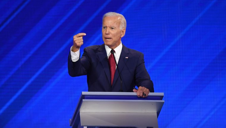 El candidato presidencial demócrata, el exvicepresidente Joe Biden, habla durante el tercer debate primario demócrata este 12 de septiembre de 2019. (Foto Prensa Libre: AFP).