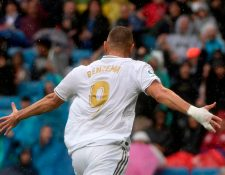 El delantero francés Karim Benzema anotó dos goles para el triunfo del Real Madrid. (Foto Prensa Libre: AFP)