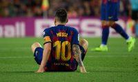 Lionel Messi no pudo terminar el juego en el Camp Nou. (Foto Prensa Libre: AFP)