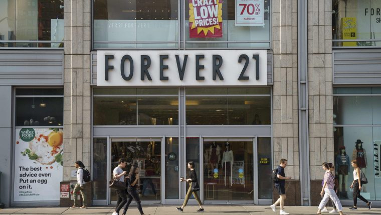 La empresa anunció el cierre de sus tiendas alrededor del mundo. (Foto Prensa Libre: AFP)