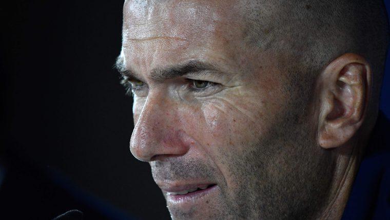 El entrenado del Real Madrid, Zinedine Zidane, le preocupa la oleada de robos en casa de futbolista. (Foto Prensa Libre: AFP)