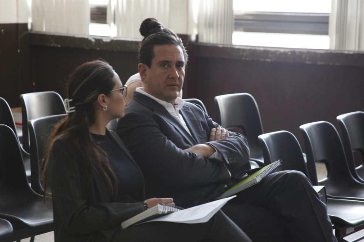 Gustavo Alejos conserva su libertad condicional al convencer a jueza de que no se fugará