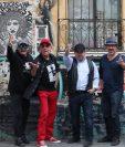 Paulo Alvarado -tercero de izquierda a derecha- es retirado de la banda por un señalamiento en su contra. (Foto Prensa Libre: Hemeroteca PL).
