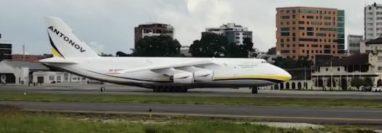 El Antonov An-124 aterrizó en Guatemala este martes 17 de septiembre. (Foto Prensa Libre: Cortesía)
