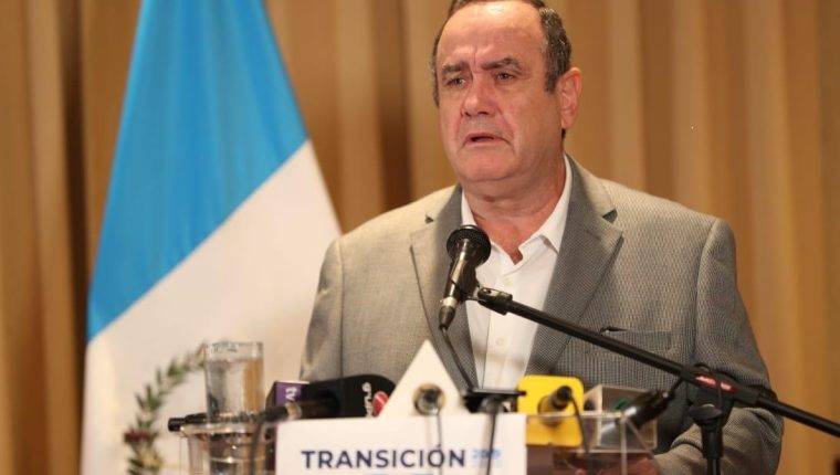 Alejandro Giammattei en conferencia de prensa el domingo 8 de septiembre. (Foto Prensa Libre: Vamos)