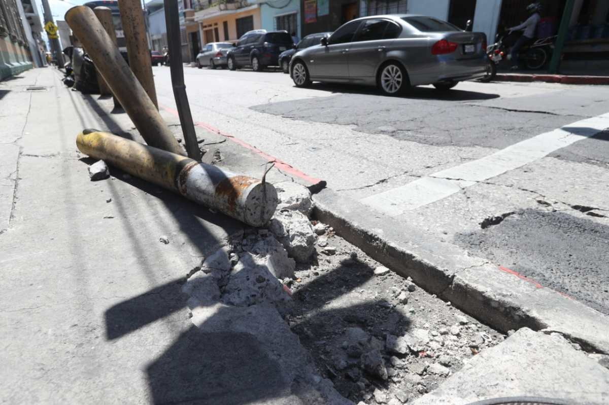 ¿Sabe usted en dónde faltan tapaderas de concreto o hay baches en la zona 1 capitalina?